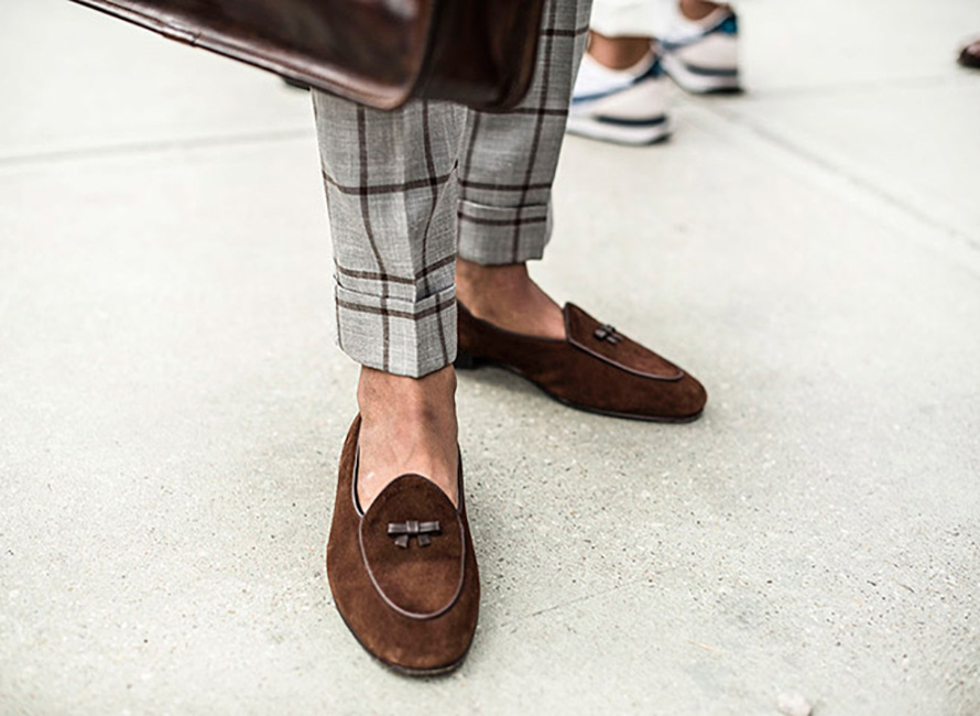 Belgiske loafers i lyst semsket skinn