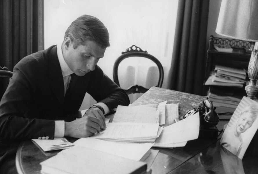 Gunther Sachs vid ett skrivbord