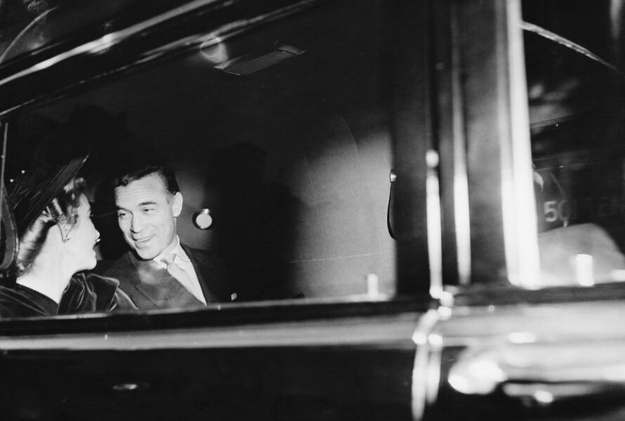 Porfirio Rubirosa i bil med Barbara Hutton