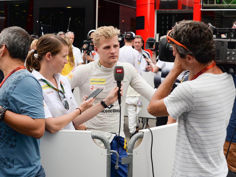 Marcus Eriksson blir intervjuad i Milano