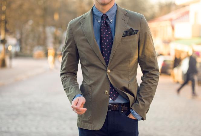 Outfit med en grønn blazer