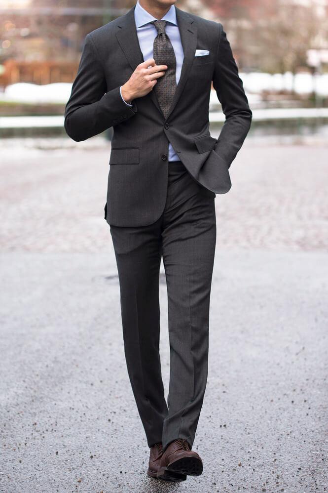 Kostym och brogues