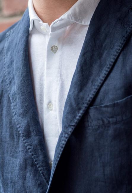 Närbild kavaj och jerseyskjorta