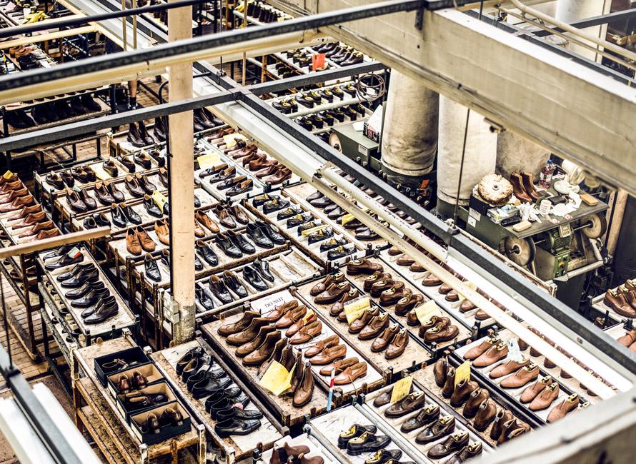 7e4407d3 At de har en konstruksjon som kan repareres hos en skomaker. Det betyr at  for eksempel sålen og hælen relativt enkelt kan skiftes ut til en kostnad  som er ...