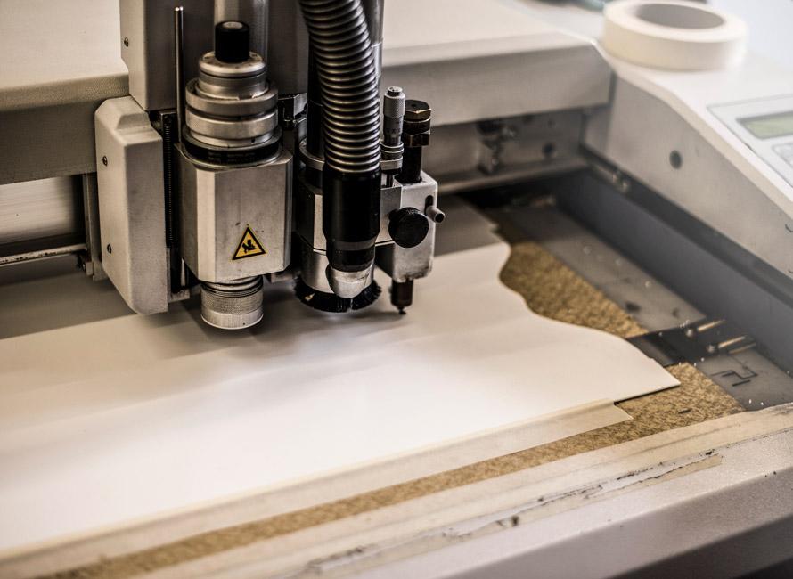Pappersmallar tillverkas