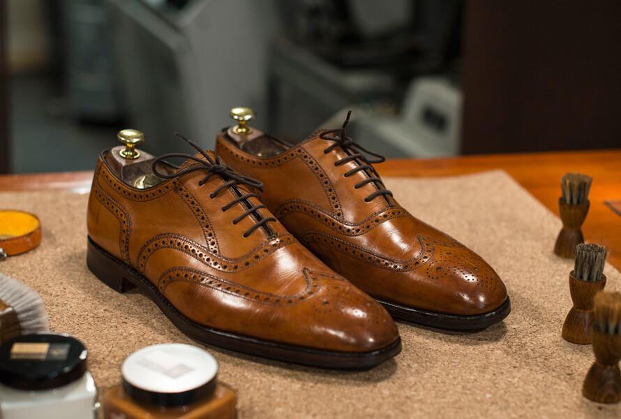 Mit Saphir Pate de Luxe fertig behandelte Schuhe