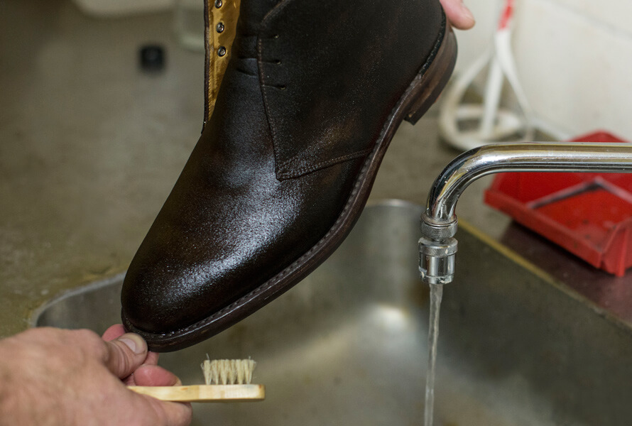 Våte mokkasko etter rengjøring