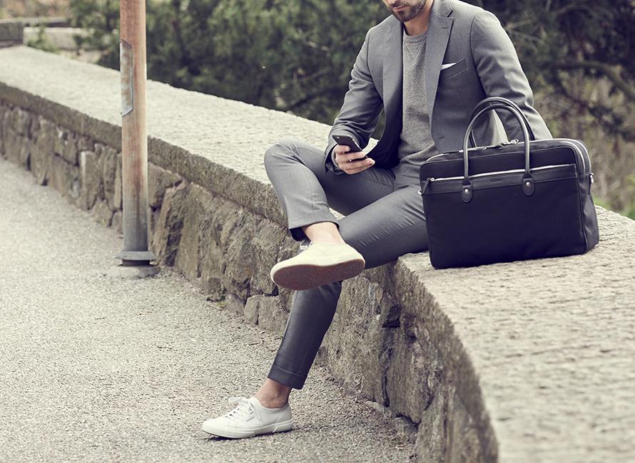 Möjligheterna att experimentera med formalitetsgrader mellan skor och övrig  klädsel är oändliga och möjligheterna blir fler och fler ju mer bekväm och  säker ... e34c1999e0eb6