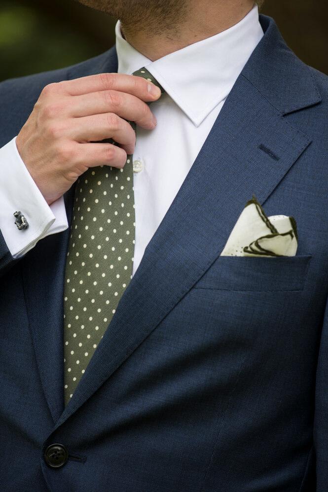 Klädkod mörk kostym till ett sommarbröllop ed35e555de00c