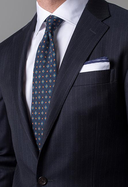färg på skjorta till svart kostym
